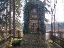Památník obětem 1.světové války před kostelem